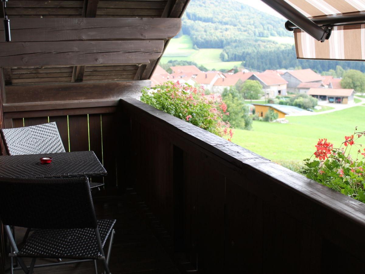 Ferienwohnung mit hallenbad sauna und pool bayerischer for Markise balkon mit tiefengrund tapete