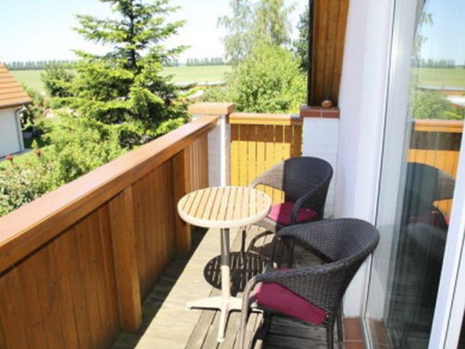 Genießen Sie die Sonne auf dem Balkon