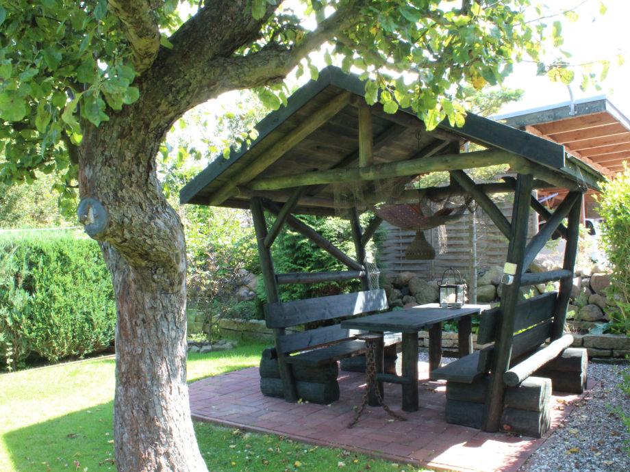 Garten mit Grillplatz für die Gäste