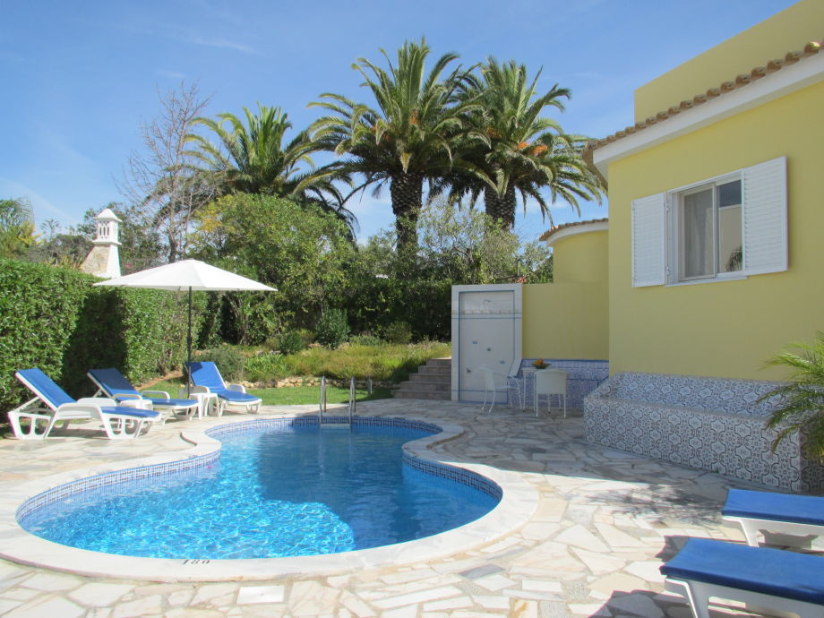 Ihre Villa mit Pool und großer Terrasse