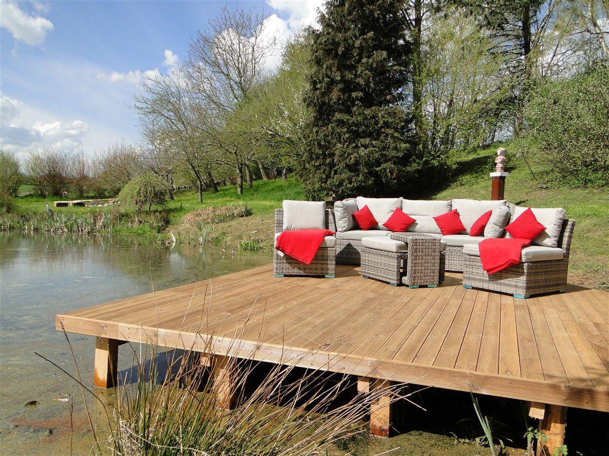 Lounge Ecke Direkt Am Gartenteich