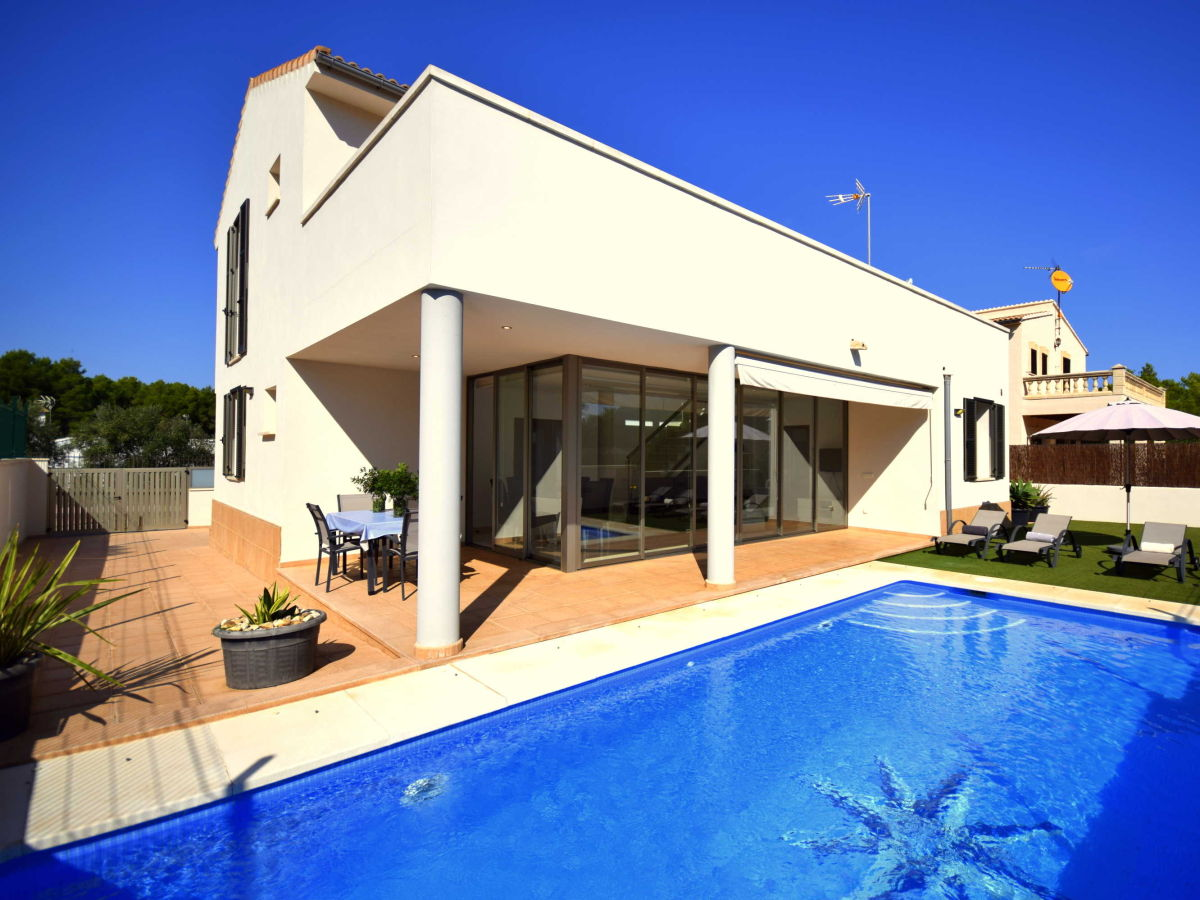 Moderne Villa Juan Son Serra   44098, Balearic Islands, Majorca ...