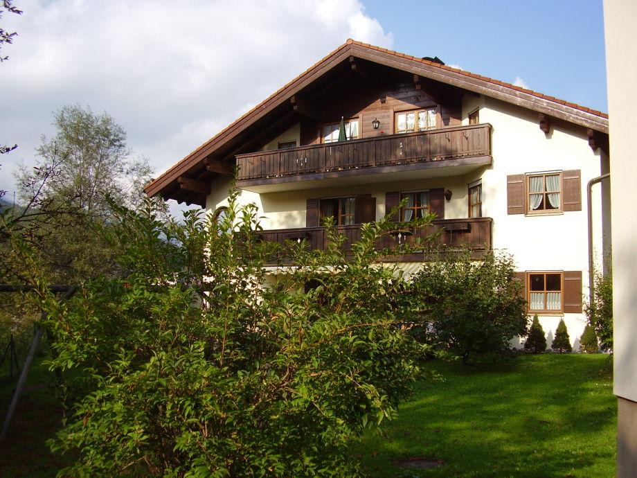 Hausansicht - Wohnung 1.OG rechts mit Balkon