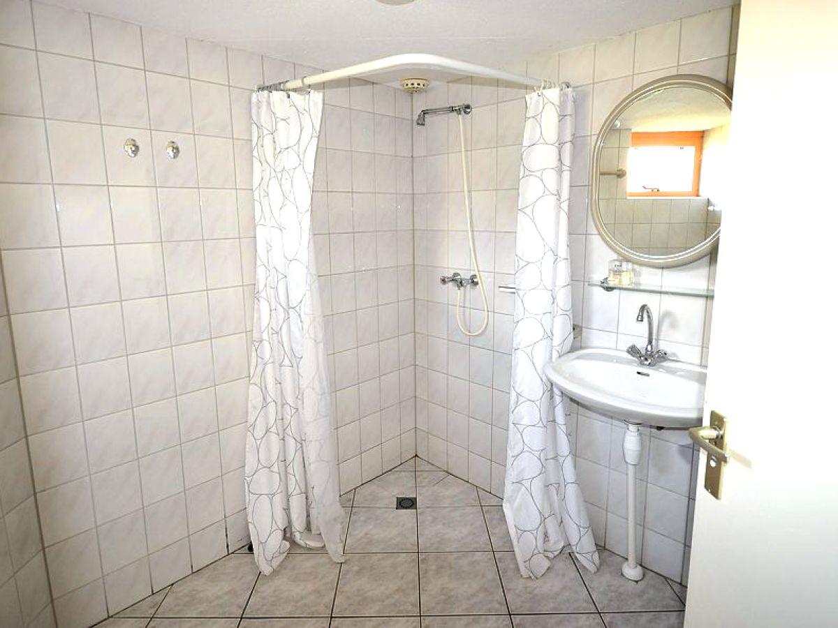 Offene Dusche Im Schlafzimmer : Offene Dusche und Waschtisch