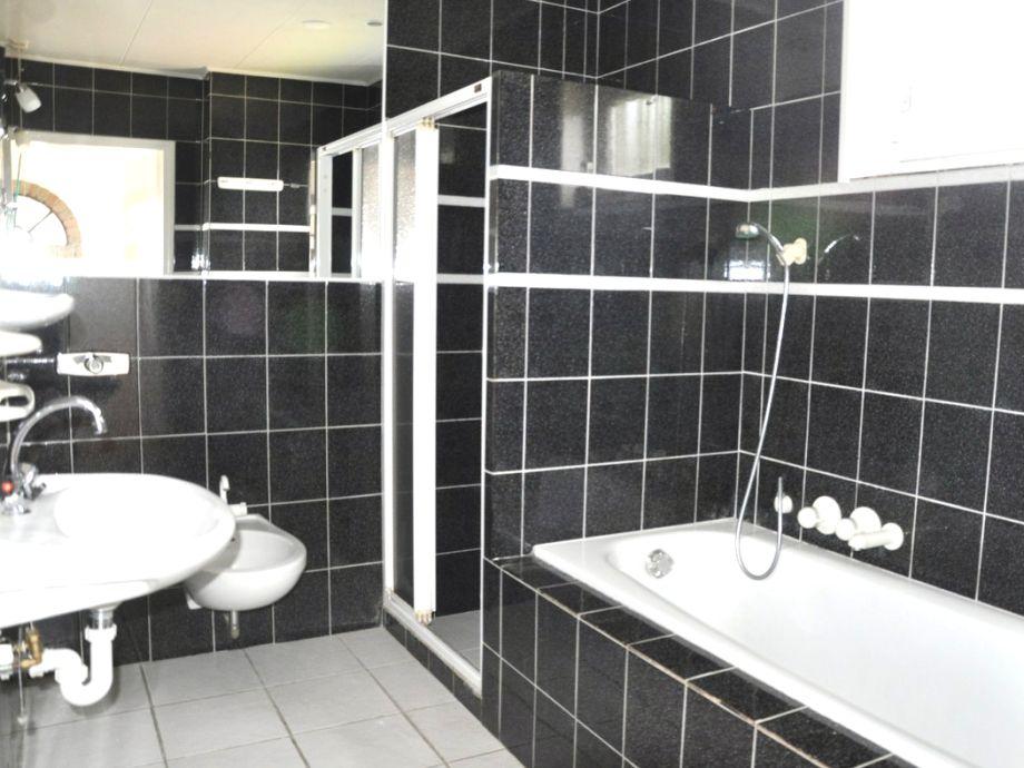 Dusche Und Badewanne In Einem : Die Badewanne In Mosaik Und Mit Schon ...