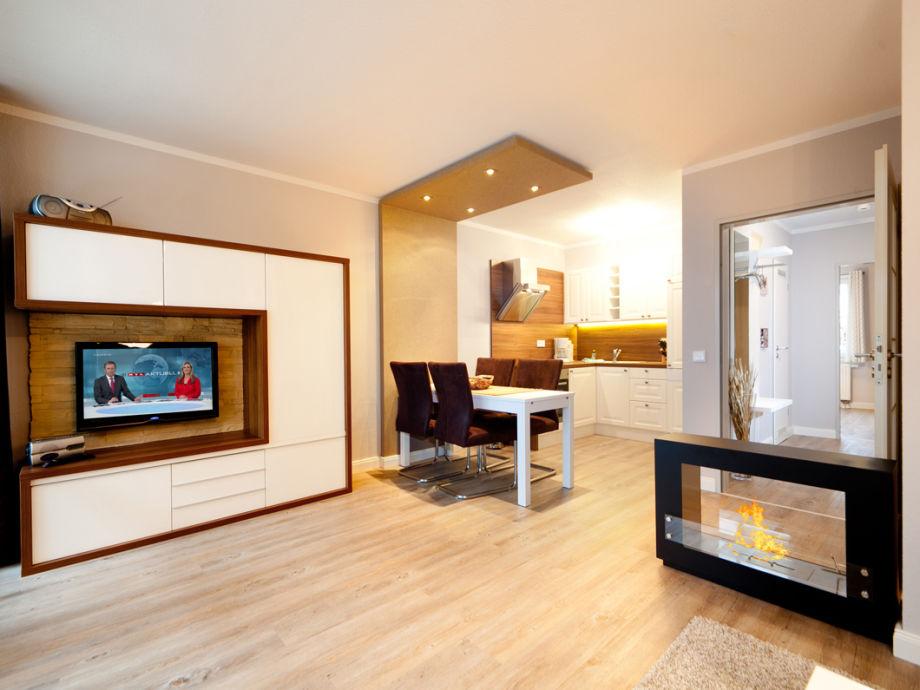 Das Wohnzimmer mit Blick zur Küchenzeile.