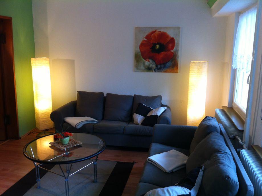 Wohnzimmer mit zwei Sofas