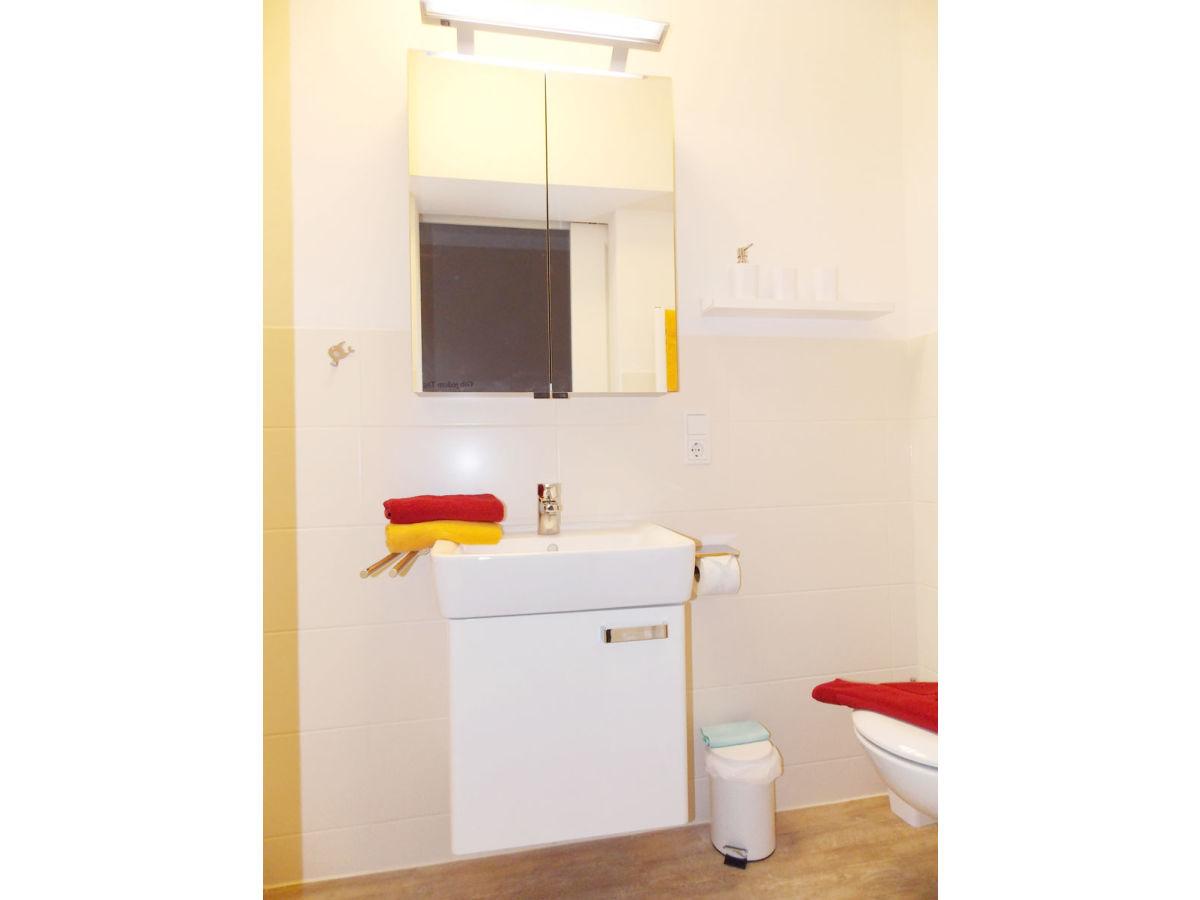 abzieher fr dusche find this pin and more on badezimmer beige mit glaskabine und bodentiefe. Black Bedroom Furniture Sets. Home Design Ideas