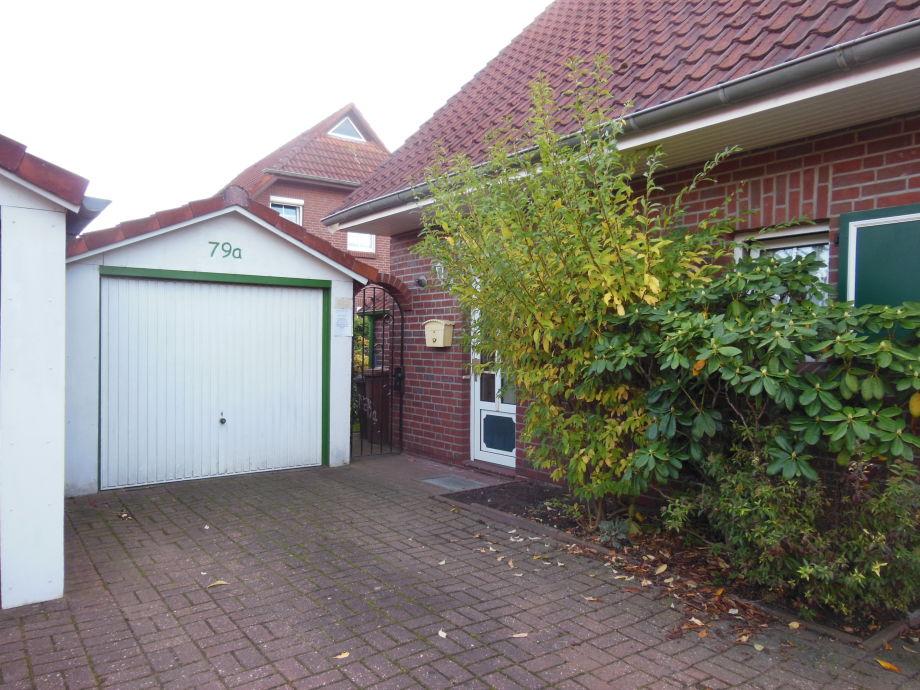 Hauseingang mit Garage