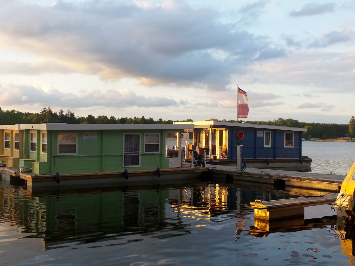 hausboot bunbo 1000 brandenburg an der havel firma aquare charter gmbh. Black Bedroom Furniture Sets. Home Design Ideas
