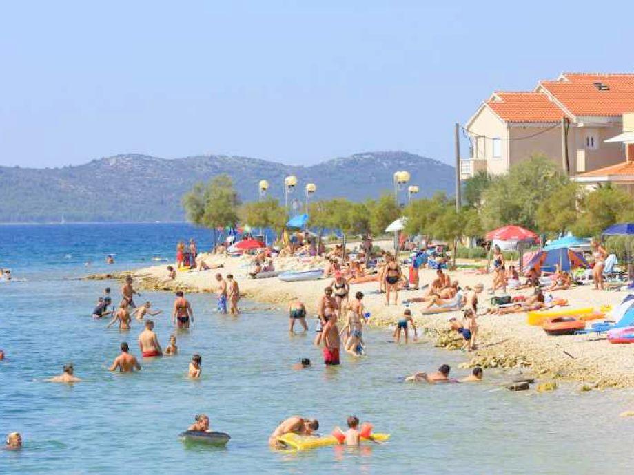 Strand vor der Ferienwohnung der Villa Punta in Zadar