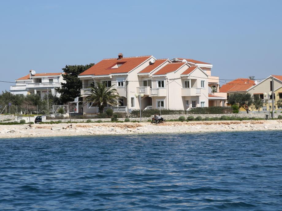 Sicht auf die Villa Punta vom Meer aus