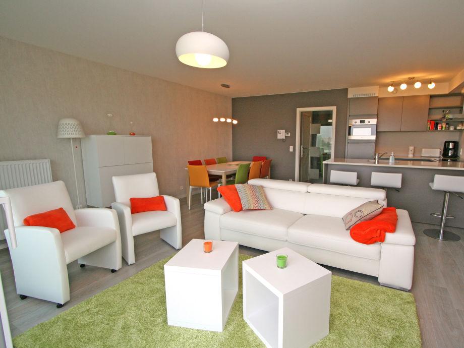 Der moderne Wohnbereich mit offener Küche