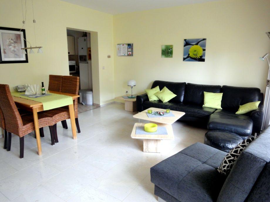 Wohnzimmer - Eßecke m. Blick in die Küche