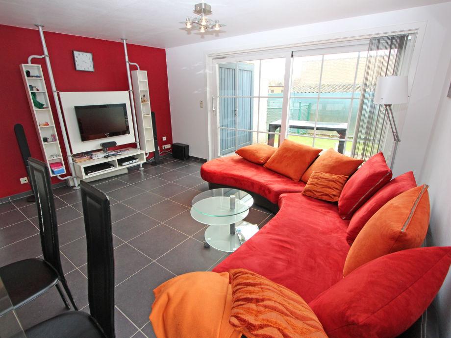 Das farbenfroh eingerichtete Wohnzimmer