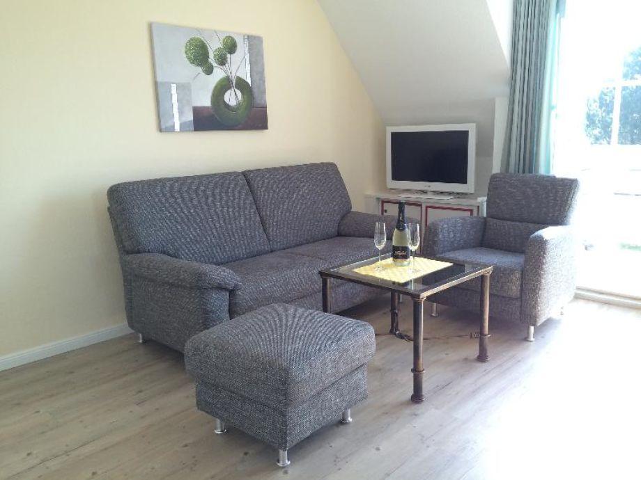 Gemütliche und helle Wohnzimmerecke mit Flat - TV