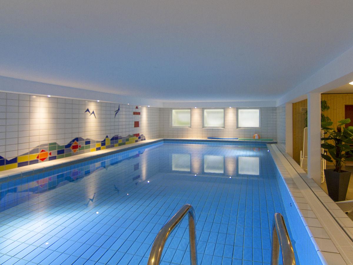 Ferienwohnung 09 schwimmbad sauna solarium wenningstedt for Schwimmbad gegenstromanlage