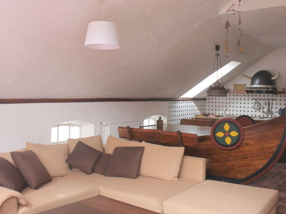 Wohnzimmer mit Wikingerschiff