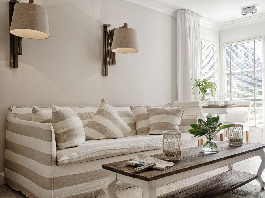 Das stilvoll eingerichtete Wohnzimmer lädt zum Verweilen ein