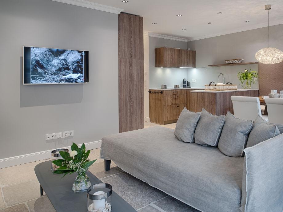 Heller Wohn-/ Essbereich mit offener Küche