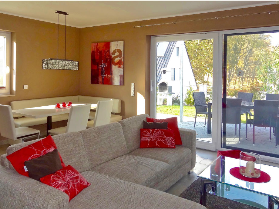 bright living room, lovely view to the park