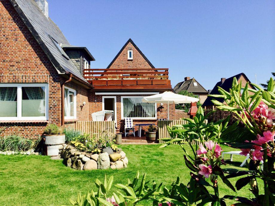 Terrasse mit Zugang zum grossen Garten
