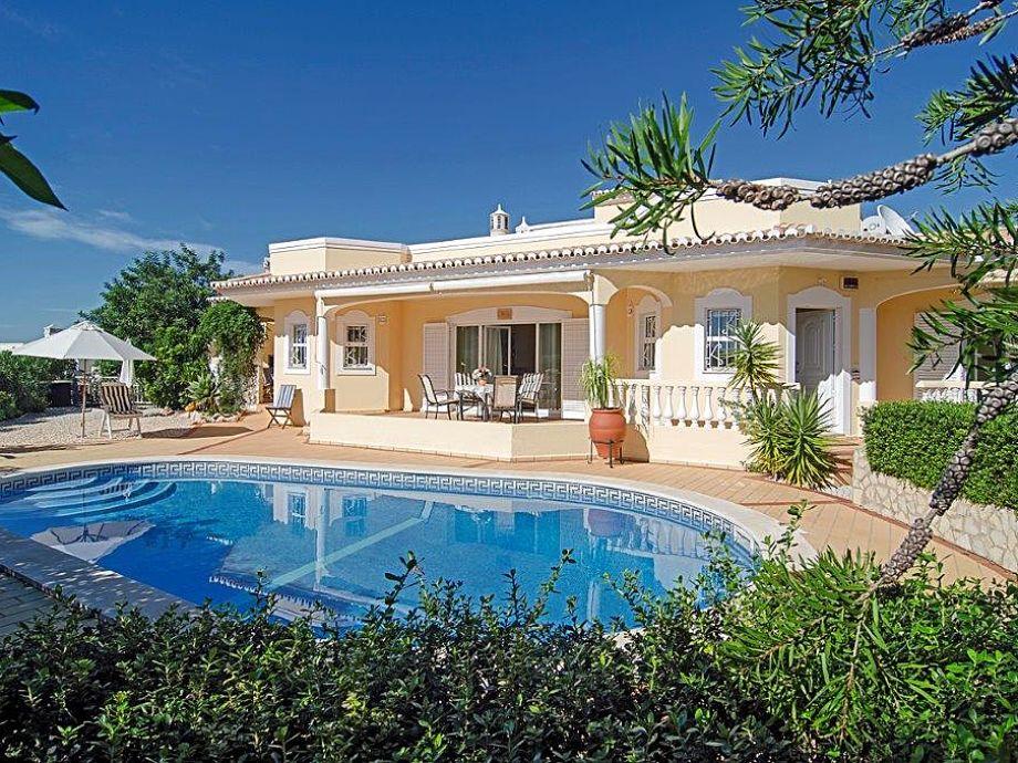 Sonnige Villa mit Pool