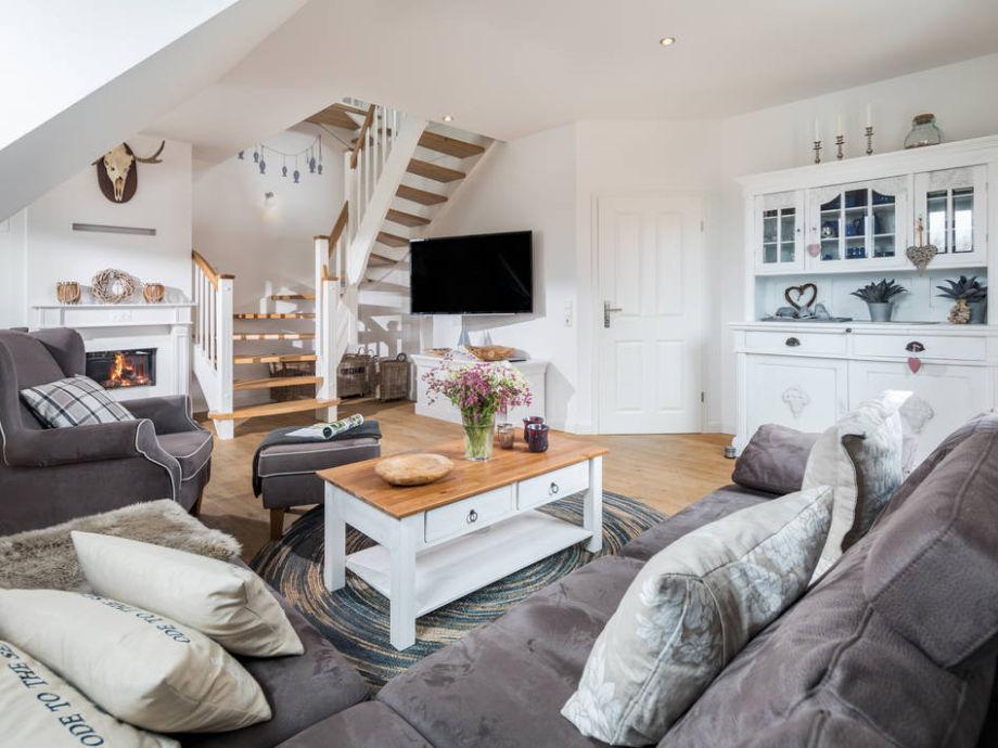 Wohnzimmer mit Kuschelecke und Gaskamin