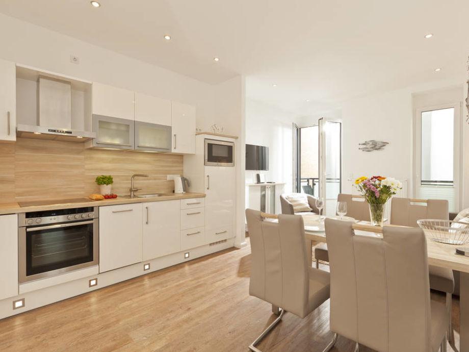 Essbereich und moderne Küchenzeile