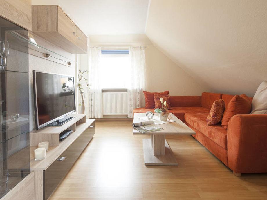 Wohnzimmer mit gemütlicher Couchlandschaft