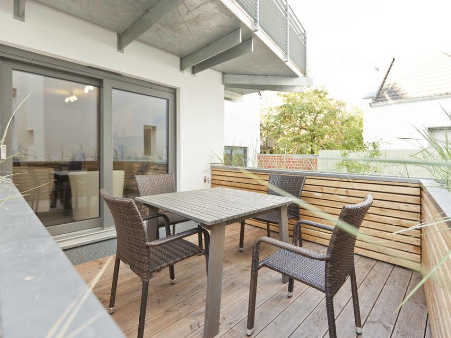 Dachterrasse mit Gartenmöbel