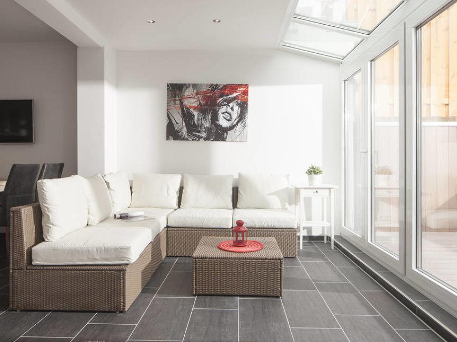 Wintergarten mit gemütlicher Couchgarnitur