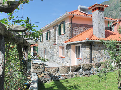 Dinis Country Cottage