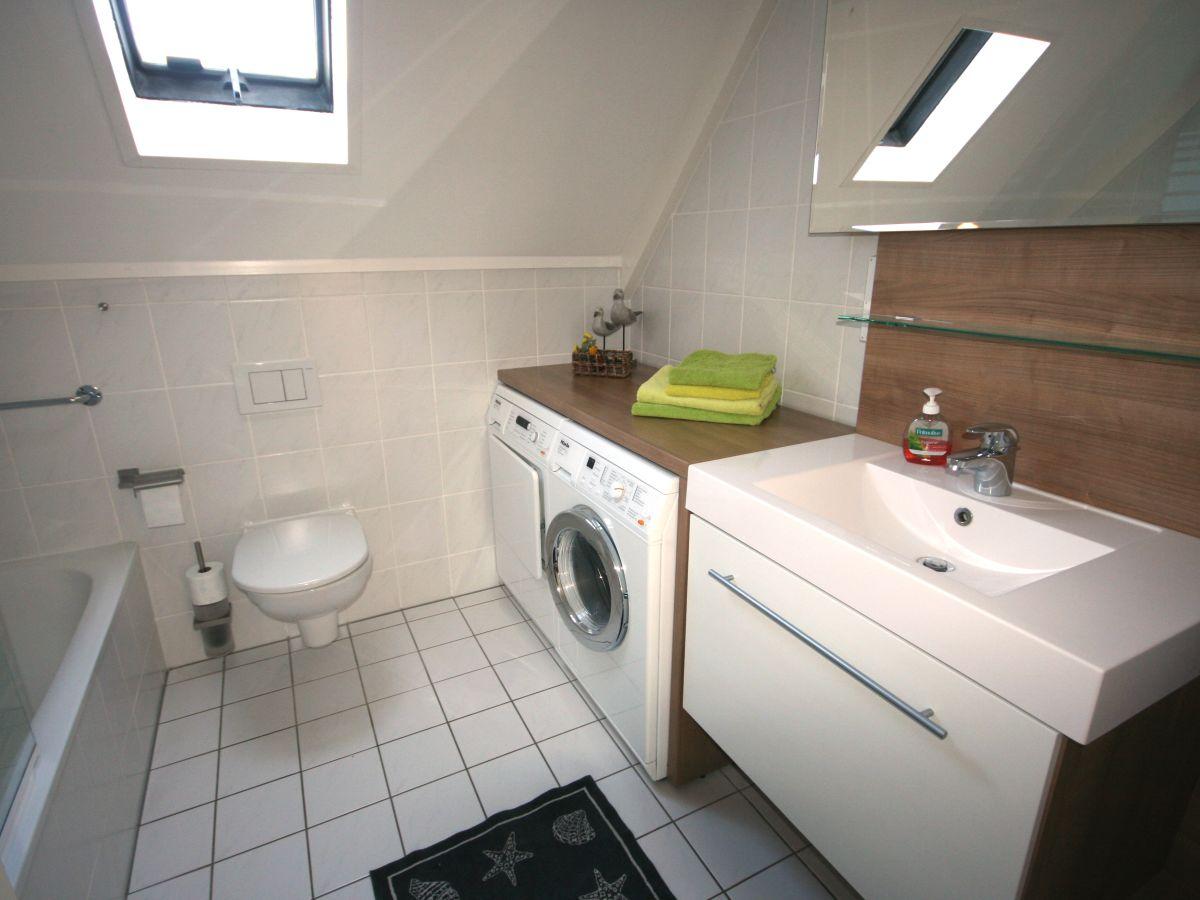 Ferienhaus brekkense wiel 138 ijsselmeer lemmer firma - Badezimmer mit dusche und badewanne ...