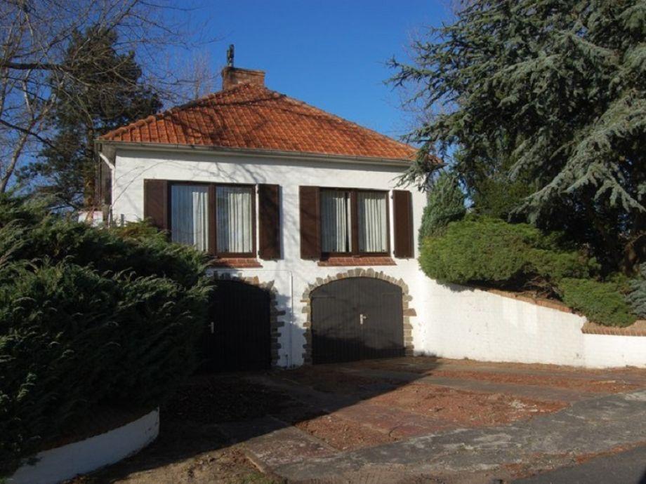 Die Villa mit Garage