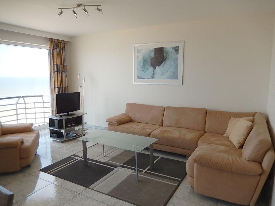 Das Wohnzimmer mit großer Couchlandschaft