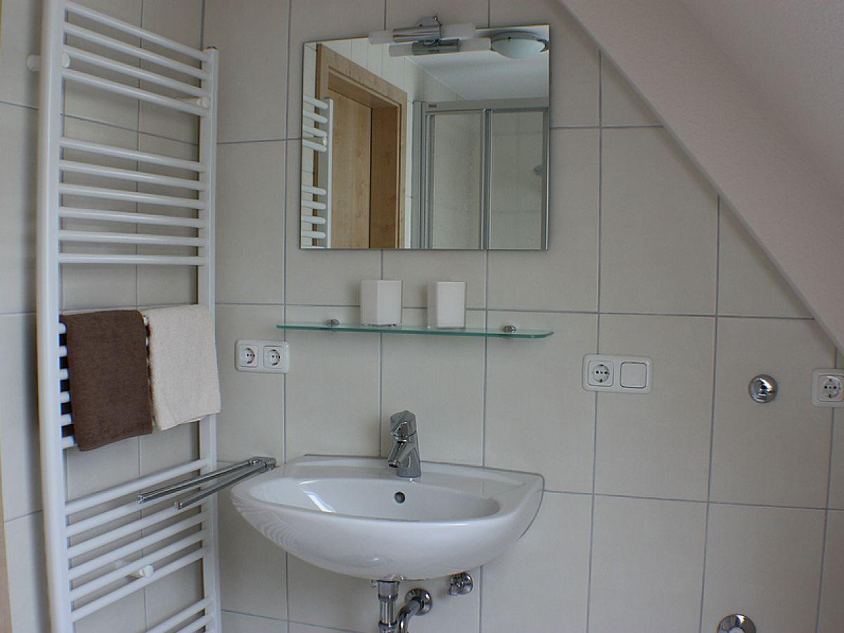 Ferienwohnung dat fischerhus dachgeschoss b sum firma for Dusche dachgeschoss