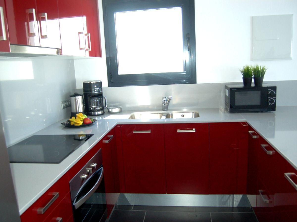 ferienhaus chalet fantastico mit pool strandnah ampuriabrava costa brava katalonien. Black Bedroom Furniture Sets. Home Design Ideas