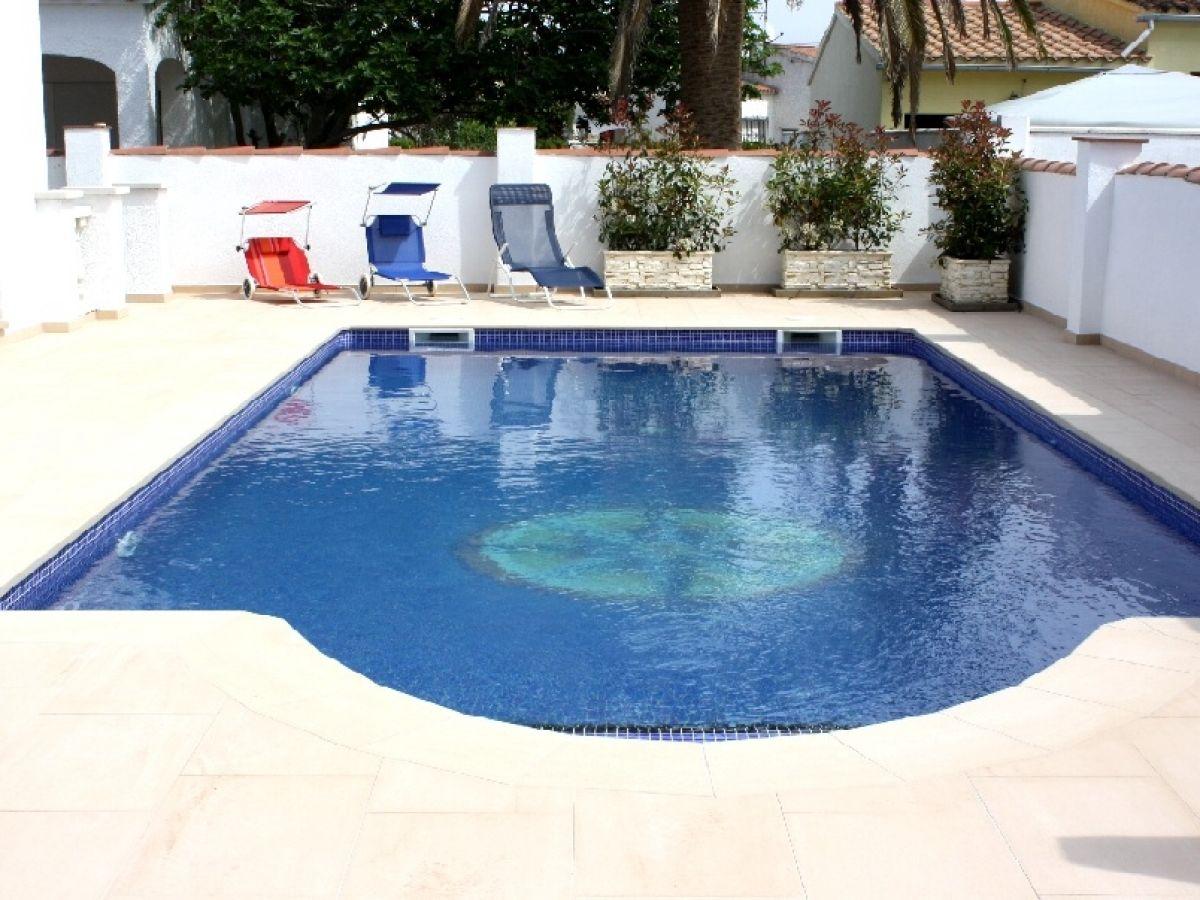 ferienhaus casa bonita mit pool costa brava empuriabrava firma sunshine holiday herr. Black Bedroom Furniture Sets. Home Design Ideas