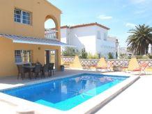 Villa Creus mit Pool, Klima und am Kanal