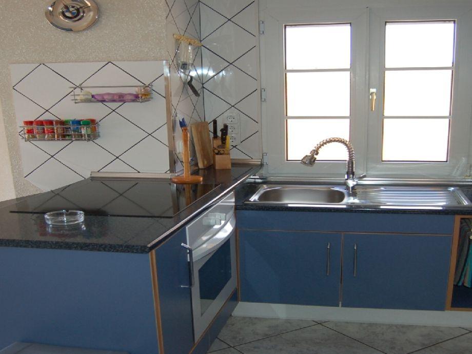 villa creus mit pool klima und am kanal costa brava empuriabrava firma sunshine holiday. Black Bedroom Furniture Sets. Home Design Ideas