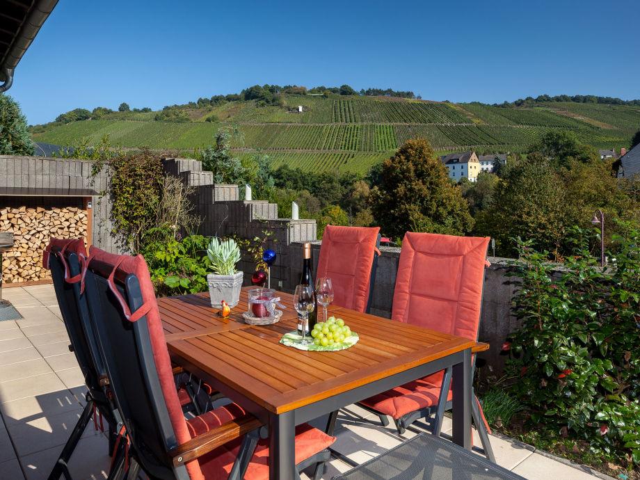 Terrasse mit Blick in die Weinberge