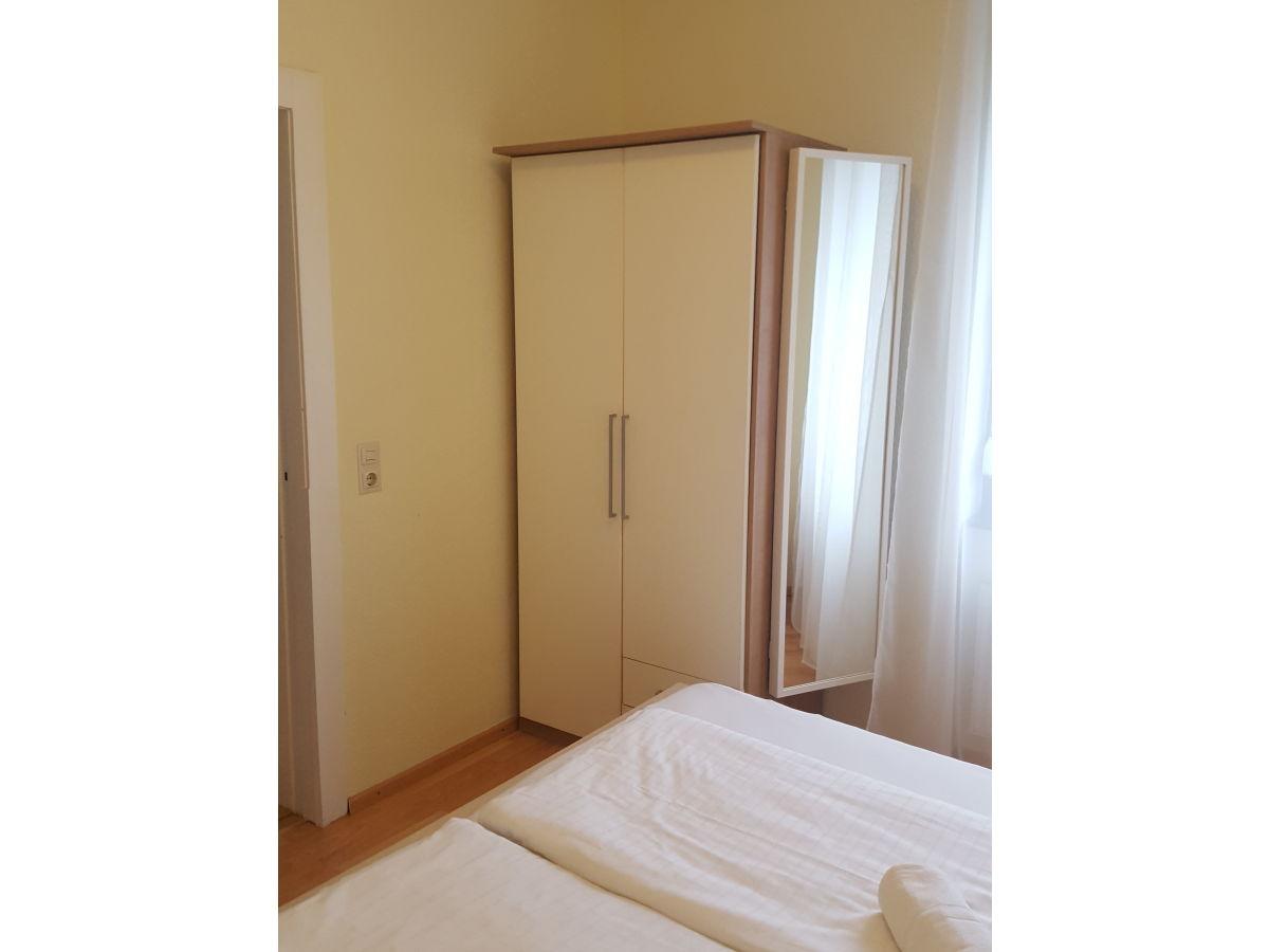 Augusta apartment baden baden firma augusta apartments - Schrank mit spiegel ...