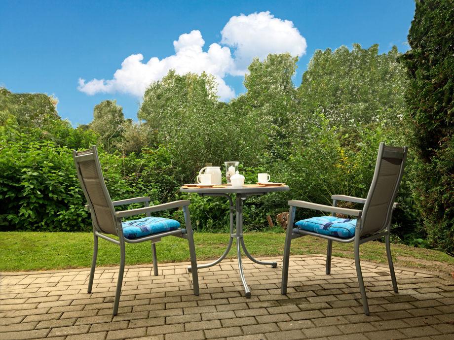 Von Ihrer sonnigen Terrasse blicken Sie direkt in die Natur.
