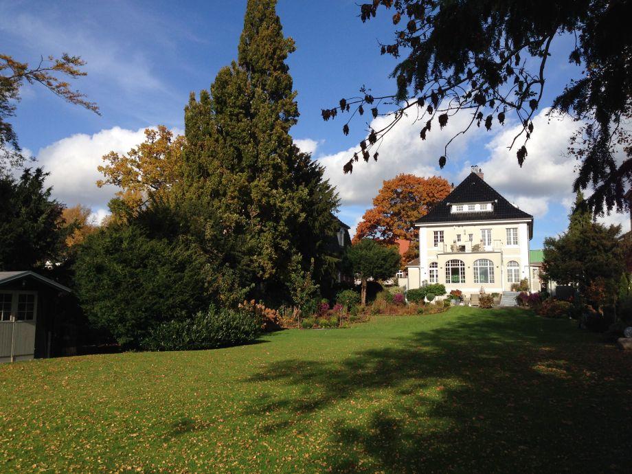 Herbststimmung im Garten der Jugendstilvilla