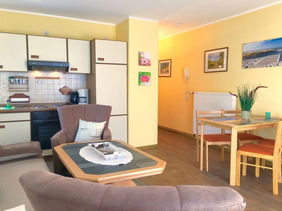 Wohnzimmer mit Küche und Eßplatz