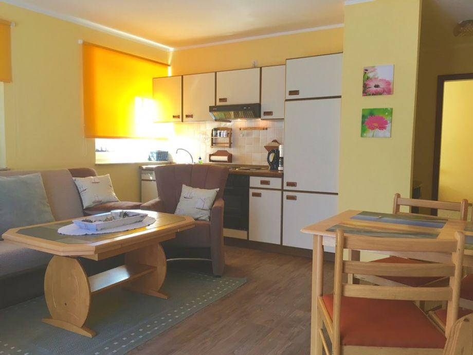 Wohnzimmer mit Küche & Essecke