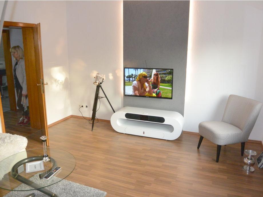 Wohnzimmer mit LED Fernseher