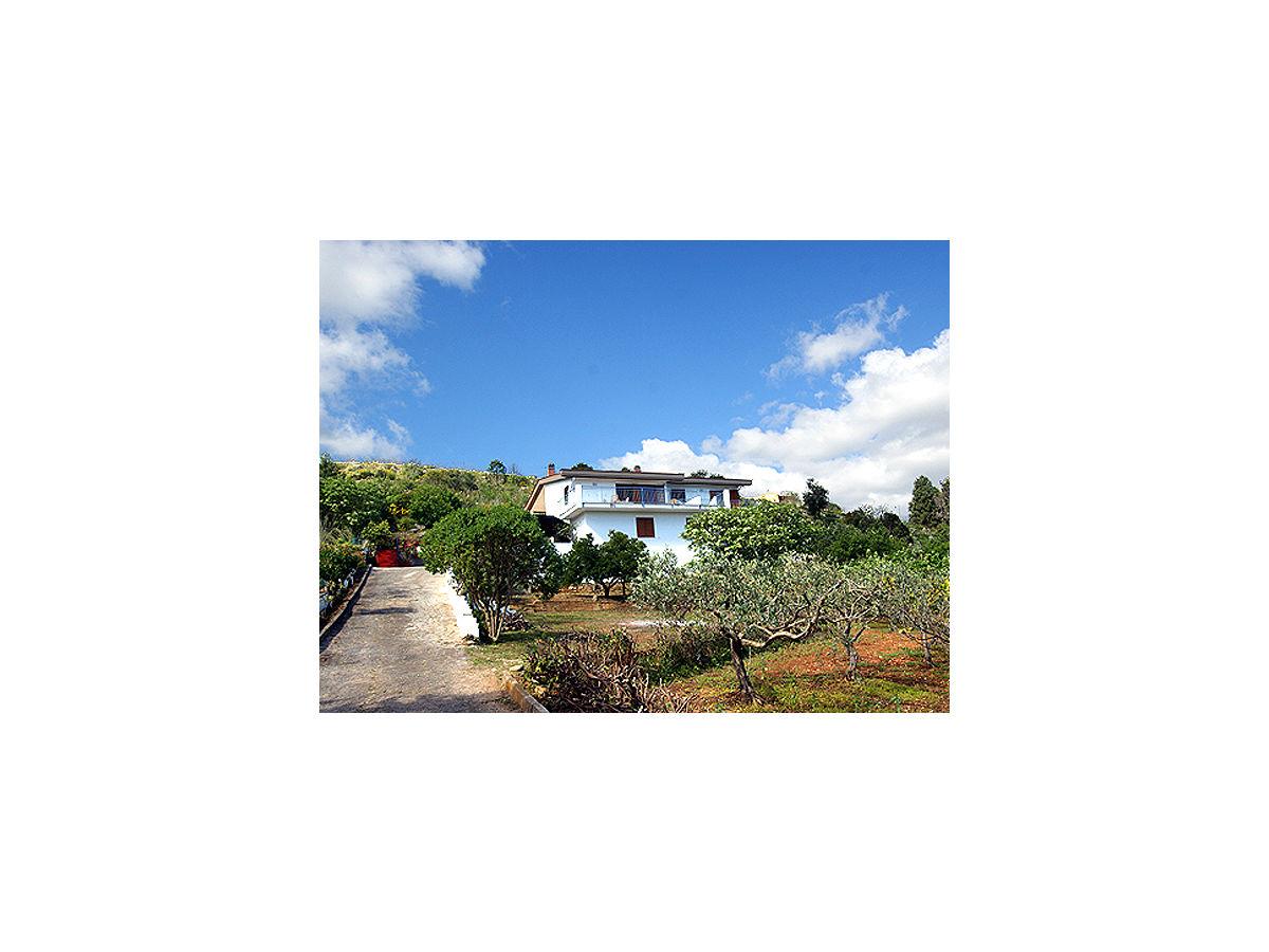 ferienhaus villa flora scopello castellammare del golfo firma cilentano nat rlich. Black Bedroom Furniture Sets. Home Design Ideas