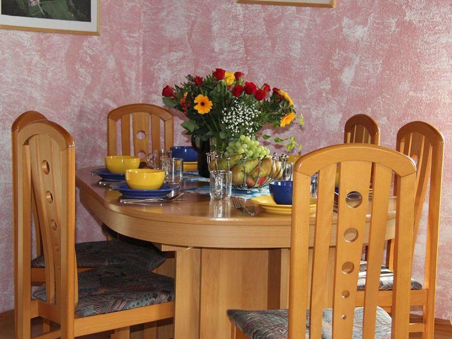 Wohn- und Esszimmer, hier ausziehbarer Esstisch